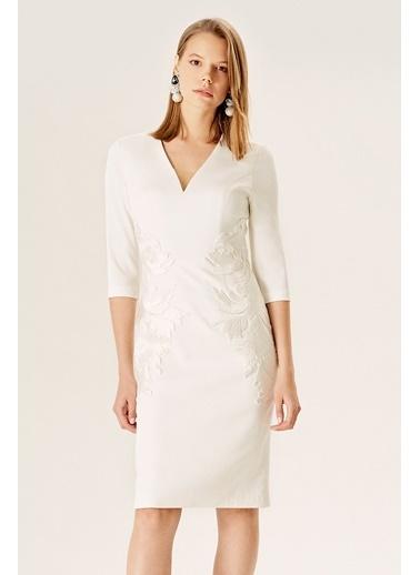 NaraMaxx Nakışlı Truvakar Kol Abiye Elbise Beyaz